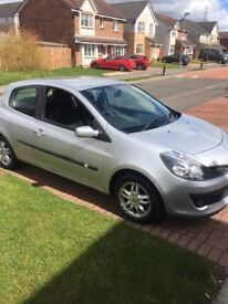 Silver Renault Clio Dymanique with 1 years MOT