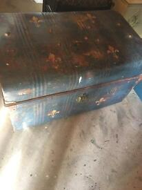 Trunk / storage box