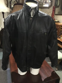 Fine Looking Men's Vintage Union River Real Leather Jacket in Black - Medium