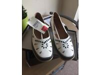 Cotton traders size 7 ladies shoes