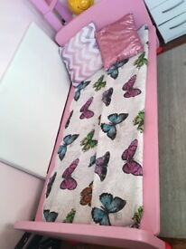 Pink girls wooden bed 5 foot 3 with a mattress 5 foot great condition