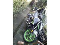 Like new 125cc lovely sporty motorbike and brand new crash helmet