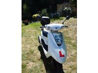 YAMAHA XC 125 E VITY SCOOTER - WHITE - LOW MILEAGE - ONE OWNER BOUGHT FROM DEALER EX DEMO BIKE