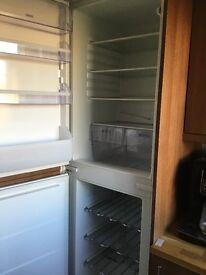 Zannusi integrated fridge/freezer ZBB6284