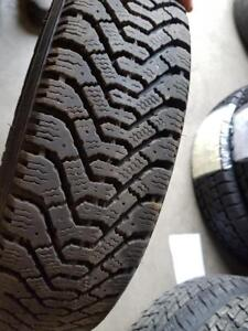 4 pneus d'hiver 155/80/13 Goodyear Nordic. 30% d'usure, mesure 8-9/32.