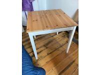 Square desk (oak and white legs)