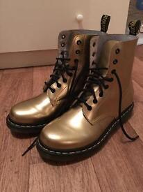 Dr. Martens Gold 8 Eyelet Boots Size 7