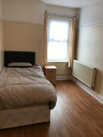 ROOMS TO LET & AVAILABLE TODAY !