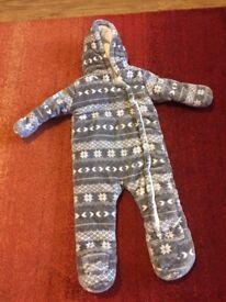 Grey snowsuit 9-12 month.