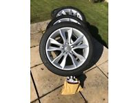 Set of 4 tyres with excellent tread with alloys