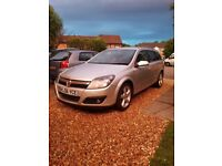 Drivers & nearside headlights from 2006 Vauxhall Astra Estate CTDi silver breaking for spares
