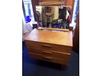 dressing table ideal for upcycling