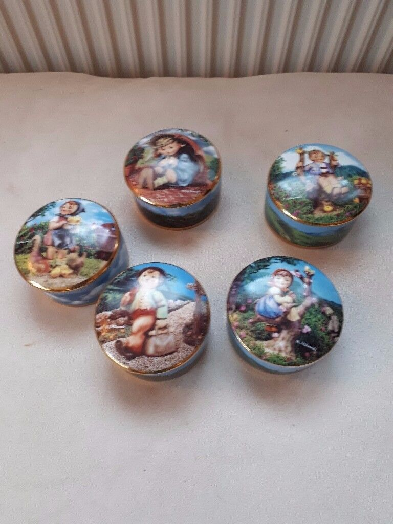 M.I. HUMMEL MUSIC BOX COLLECTION. SET OF 5 MUSIC BOXES. EXC. COND.