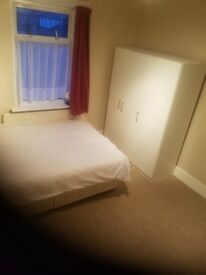 Hounslow Large Double Bedroom fully furnished newly decorated £550 inclu
