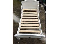 White toddler bed excellent condition