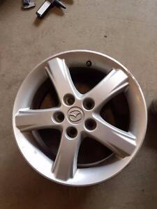 """4 mags Mazda de 16"""" 5X114.3mm, centre 67.1mm, largeur 6"""", offset 50."""