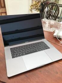 Macbook Pro Touchbar 15 inch, 2.6 ghz, 16gb, 256gb flash ssd, like new 25 cc