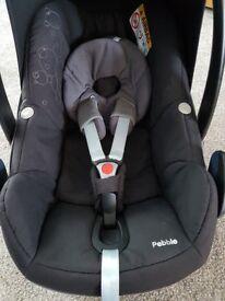 Maxi-cosi pebble car seat in fab condition!