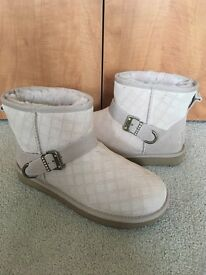Women's short uggs size 5 good as new