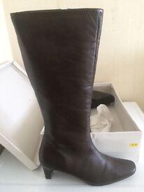 Ladies knee high boots brown size 8 BNIB