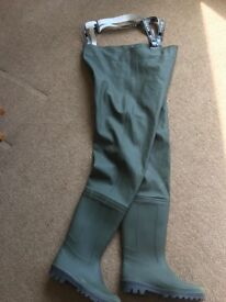 Youths waders size 6