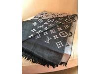 Louis Vuitton Ladies Large Scarf.....NEW 💕