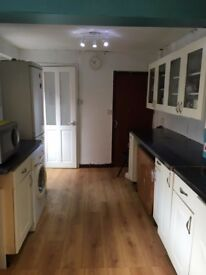 Cheap but nice house double room to share include Bills
