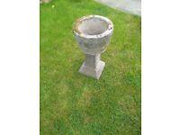 Garden tub / flower pot on pedestal