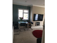 Double room to rent in furnished spacious flat