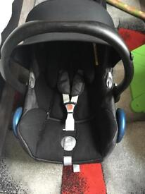 Maxi-Cosi car seat with isofix base