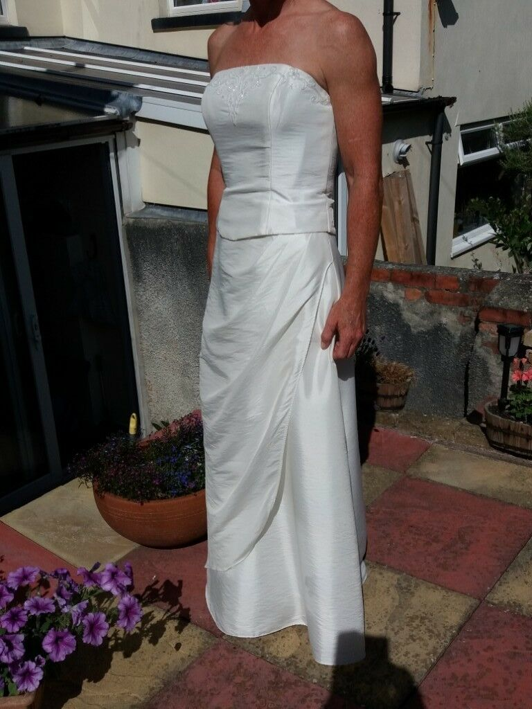 Second hand Alice James wedding dress for sale. Ivory, lightweight ...