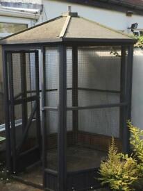 Pet enclosure in good condition