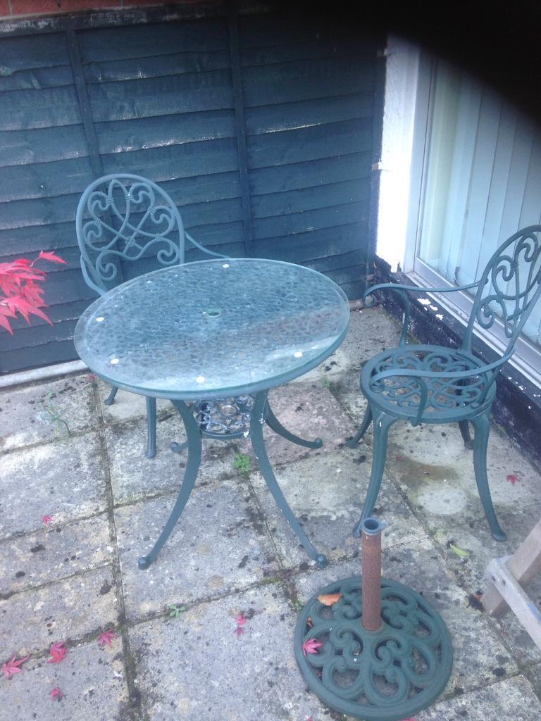Cast garden furniture green