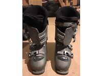 Ski boots with bag (Brand: Salomon, UK Size: 9, good condition)