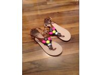 Ladies sandals size 6 (new )