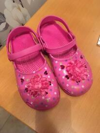 Girls crocs, pink with spotty detail and pink bows. Great condition. Junior Size 5. Drayton