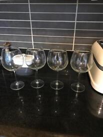 4 red wine glasses