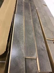 Plancher bois franc gris 1.25$/pied