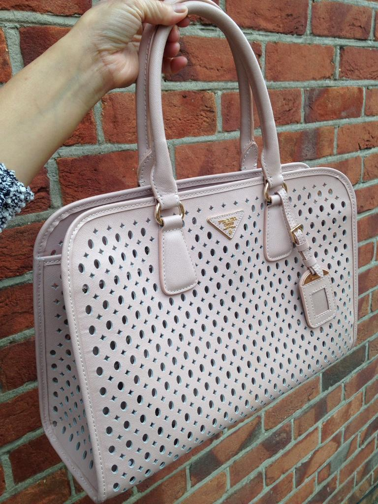 Stunning Prada real saffanio leather tote bag with clutch pink / Chanel, Gucci, mulberry