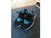 Genuine Nike huaraches size 5