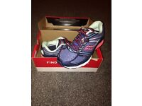 Woman's Saucony Guide 9 running shoe size 6