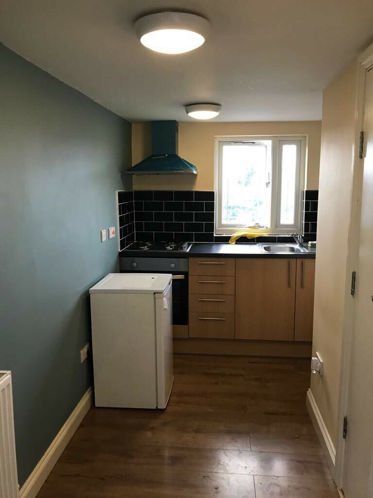 1 bedroom house available at forest road