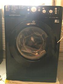 Black Indesit 7kg washing machine (nearly new)