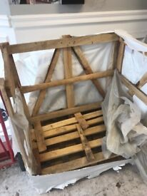 Wooden crate with pallet base