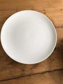 6 white plates