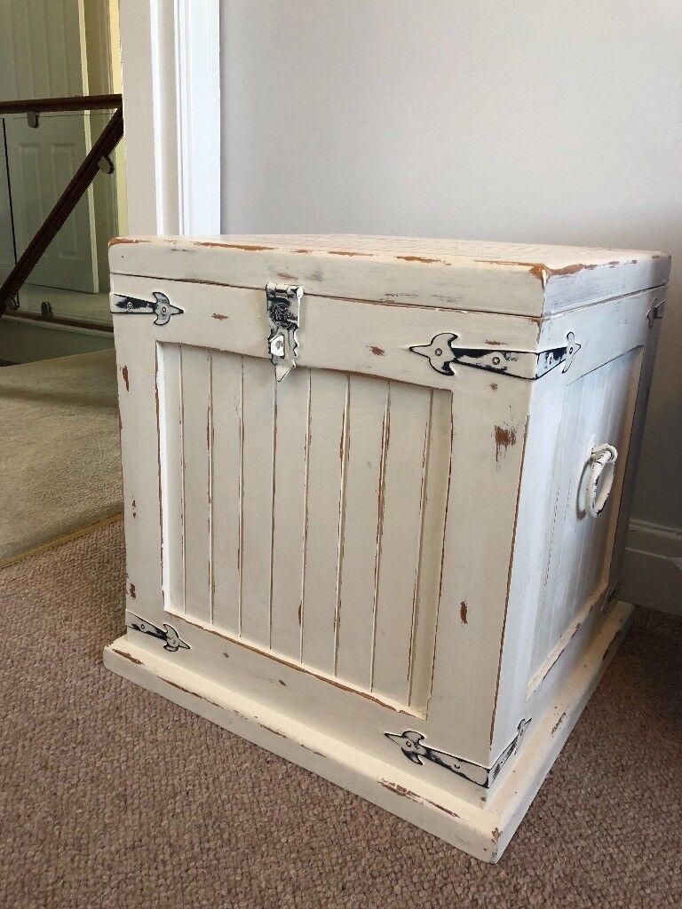 white shabby chic annie sloan blanket box / toy box distressed look