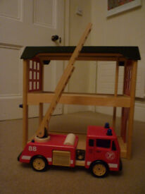 Wooden fire Station - Pintoy