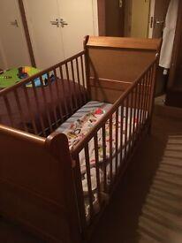 Victoria cot bed drop side