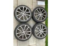 Momo 17 alloy wheels with tyres