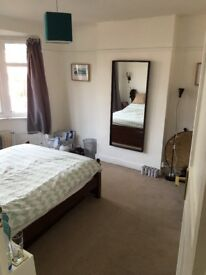 Double Room Right Next to Raynes Park Station 7 Month Contract